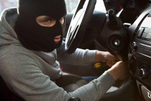 В Запорожье задержали мужчину в момент кражи имущества из автомобиля