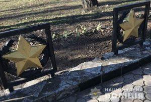 У Запорізькій області невідомі сплюндрували кладовище (фото)