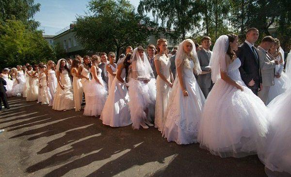 В Запорожье на День влюбленных распишутся более 30 пар, на них ждут подарки от городской власти (Фото)