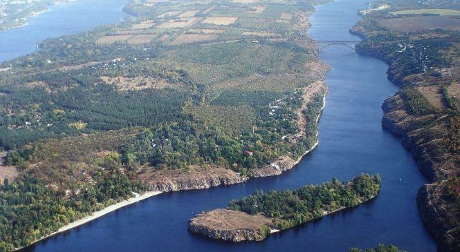 На Хортиці виявили будівництво просто на березі Дніпра в заповідній зоні (Відео)