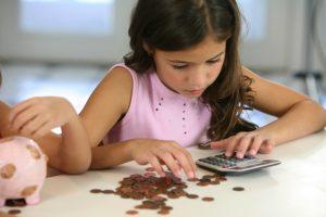 В Запорожье семьи с детьми получают государственную материальную помощь