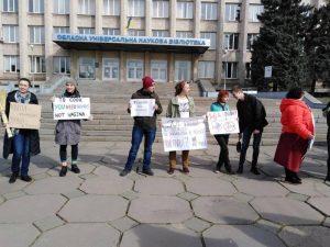 «Квіти – клумбам, права – жінкам»: як у Запоріжжі пройшла акція до Міжнародного жіночого дня (фото)