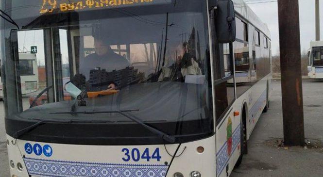 В Запорожье автобус, который вышел сегодня на рейс, попал в ДТП (Фото)