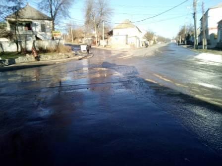В Запорожской области из-за прорыва на колонке питьевой воды затопило часть города (Фото)
