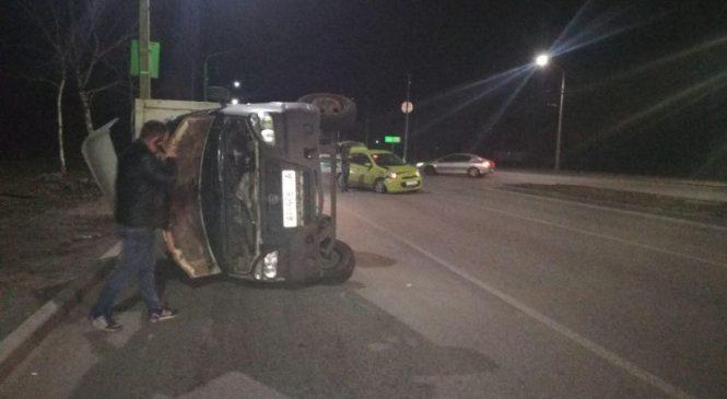 В Запорожье возле Радуги перевернулся грузовик