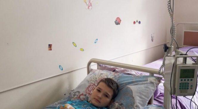 В Запорожской области 11-летний сын полицейского тяжело болен: срочно нужна помощь (Фото, видео)
