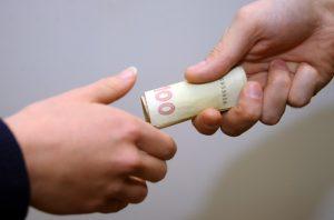 Поліція Запоріжжя нагадує про кримінальну відповідальність за підкуп виборця