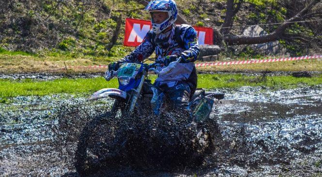Запорожские мотоциклисты уверенно стартовали в новом сезоне по эндуро (фото)