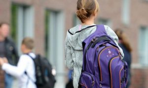 На Запоріжжі вночі малолітня дівчина зникла після сварки з батьками (Фото)