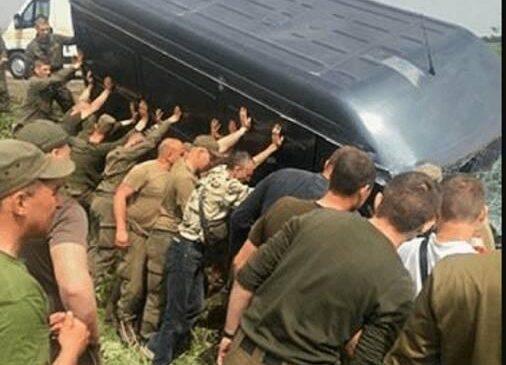 Нацгвардейцы из Херсона спасали пострадавших в ДТП в Запорожской области