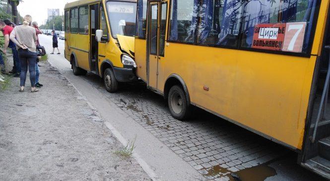 Стали відомі подробиці ранкової ДТП з маршрутками у Запоріжжі (Фото)
