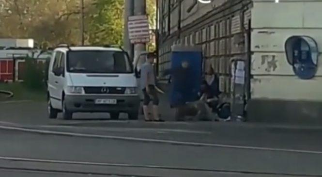 В Запорожье рядом с вокзалом жестоко избили мужчину (ВИДЕО)