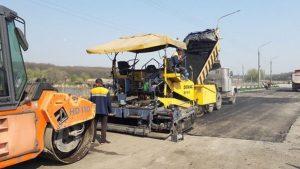 За неделю «дорожники» отремонтировали 22 тысячи квадратных метров дорог в Запорожской области